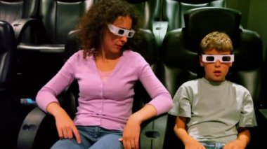 Mother with her son in 3d stereo glasses sit at cinema — Stock Video