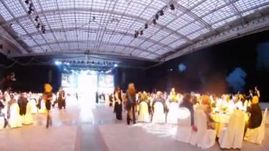 Guests sit on Ceremony of rewarding of winners of EFFIE 2011 — Stock Video