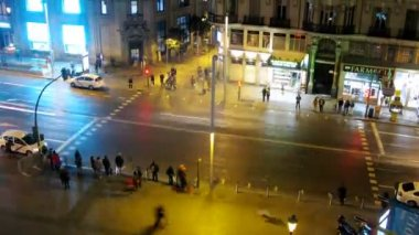People cross street Gran Via on crosswalk at night — Stock Video