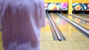 Man throws bowling ball and makes strike by beats all skittles — Stock Video