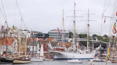 Three-mast Norwegian sailing ship stands in port of Stavanger — Stock Video