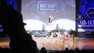 Masta Funk crew dances hip-hop on scene of palace of culture — Stock Video