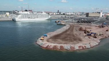 Trucks and cranes work at construction site in port with liner — Vídeo Stock