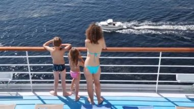 Mother, daughter and son look at powerboat floating nearby — Stock Video