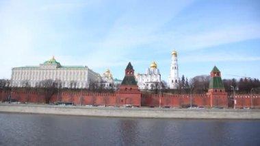 Kremlin churches stand near Kremlin wall, time lapse — Stockvideo