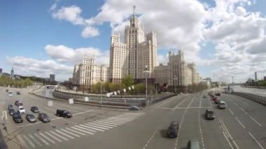 Stalin skyscraper stands at intersection of two highways — Stock Video