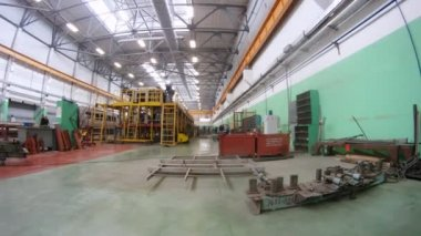 Workers go on iron ladders near new carriage in assembly shop — Stock Video