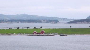 Two red houses stands on bank of gulf in Stavanger — Stock Video
