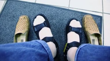 Mans feet in summer shoes and old pair stand near on carpet — ストックビデオ