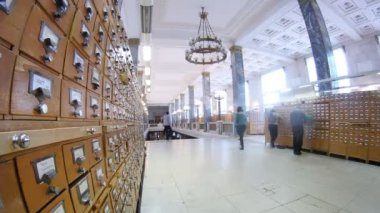 People go on lobby to card file, on Lenin Russian state library — Stock Video