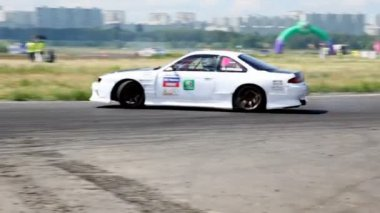 Cars turn on routes, on 3rd stage of championship on drift — Stock Video