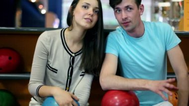 Young man with girl talk and laugh in bowling club — Stock Video