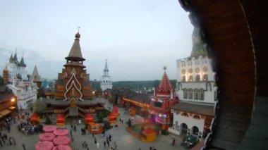 Visitors walk in cultural entertainment complex Kremlin — Stock Video