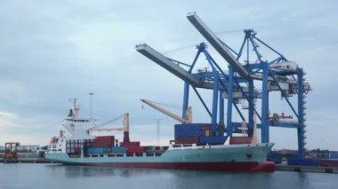 Crane prepares for embarkation of barge in dock at Copenhagen — Stock Video