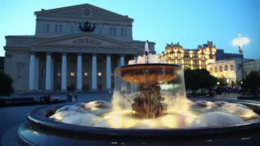 People walk near fountain beside Bolshoy theater edifice and GUM — Stock Video