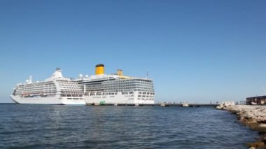 Two big passenger ships stand nearby with each other on mooring — Stock Video