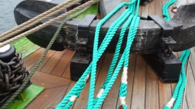 Chain of an anchor lies stranded on ship deck near rope — Stock Video