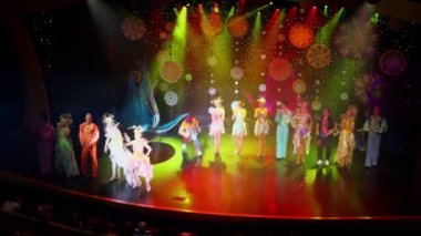 Russian troupe of actors on farewell at show end in cruise ship — 图库视频影像