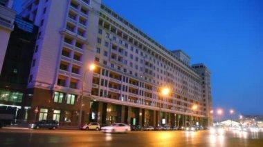 Moskova okhotny ryad akşam akşam trafik — Stok video