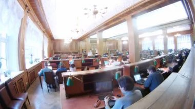 People sit in computer room, Lenin Russian state library — Stock Video