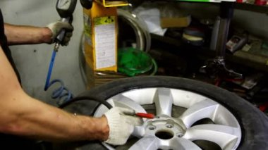 Man pumps car wheel and check pressure by manometer — Stock Video