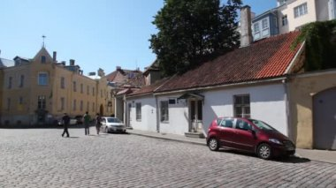 Paved stone of street of old city with cars and people — Stock Video