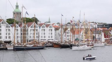 Many sailing boats stand on mooring in port of Stavanger — Stock Video