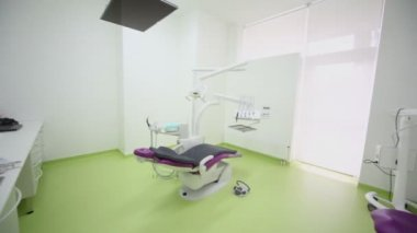 Dental chair with tv set above and other medical equipment — Stock Video