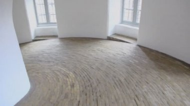 Daylight from windows in spiral corridor with paved floor — Vídeo de Stock