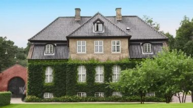 Medieval edifice with ivy on walls among trees in Copenhagen — Stock Video