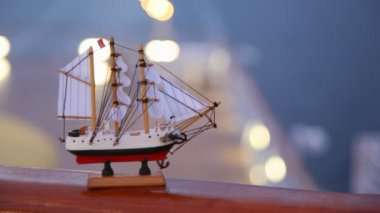 Modeling ship with sails and Norway flag stands on handrail — 图库视频影像