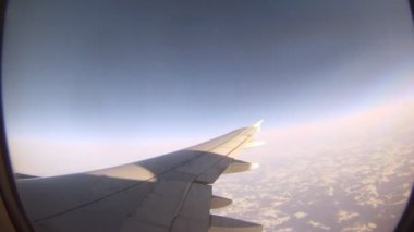 From window of flying plane is visible sunlight and Earth — Stock Video