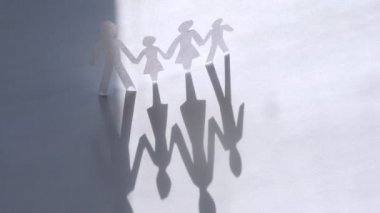 Paper figures of family strong hold hands on white, time lapse — Vídeo stock