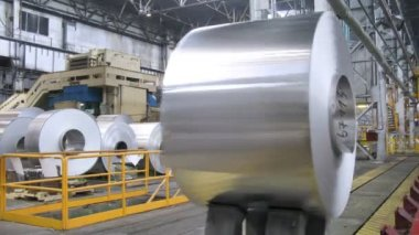 Roll of aluminum moves in production shop of rolling mill — Stock Video