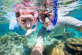 ζευγάρι, κολύμβηση με αναπνευστήρα — Φωτογραφία Αρχείου