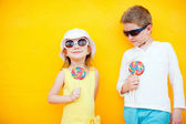 Kids with lollipops — Stock Photo