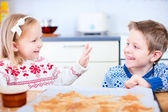 Kids baking cookies — Stock Photo