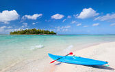 Kayak on a beach — Stockfoto