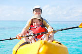Mother and son kayaking — Stockfoto