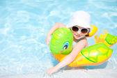 Meisje op zwembad — Stockfoto