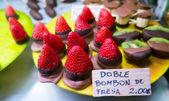 Fresh strawberries dipped in chocolate — Stock Photo