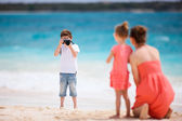 Family on tropical vacation — Stock Photo