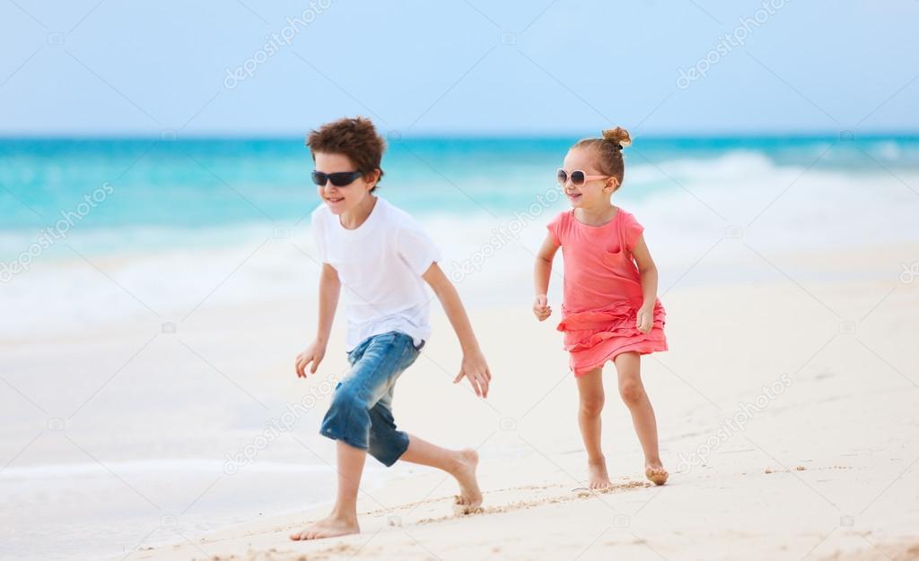 Фото голые брат и сестра нудисты 12183 фотография