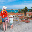 Mother and kids hiking at Galapagos — Foto Stock