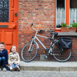 Kids outdoors in city - Stockfoto