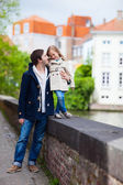 Father and daughter outdoors in a city — Stock Photo