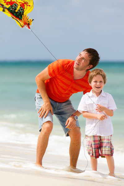 Father and son flying kite together — Stock Photo #3806828
