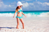 Adorable little girl at beach — Foto de Stock
