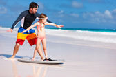 Father and daughter practicing surfing — Photo