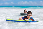 Mother and son surfing — Stock Photo
